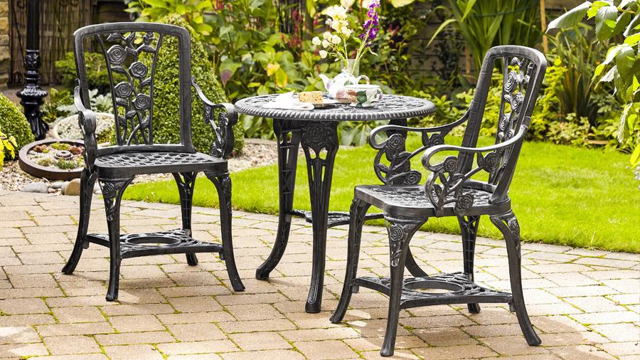 Alfresco dining garden table set